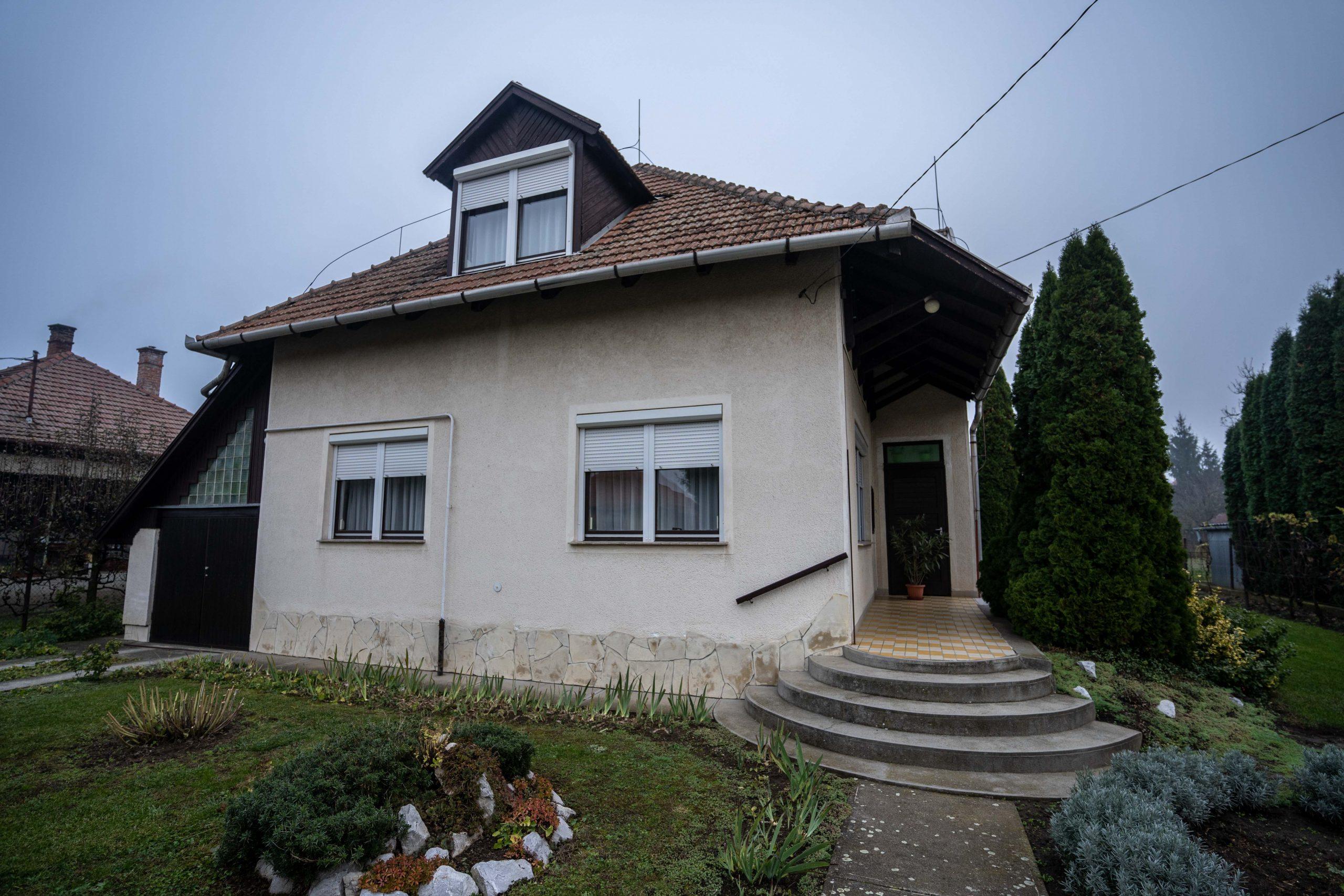 Dupla komfortos, jó állapotú, tégla építésű családi ház
